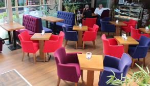 Cafe Masa Sandalye Mor Pembe Renkler