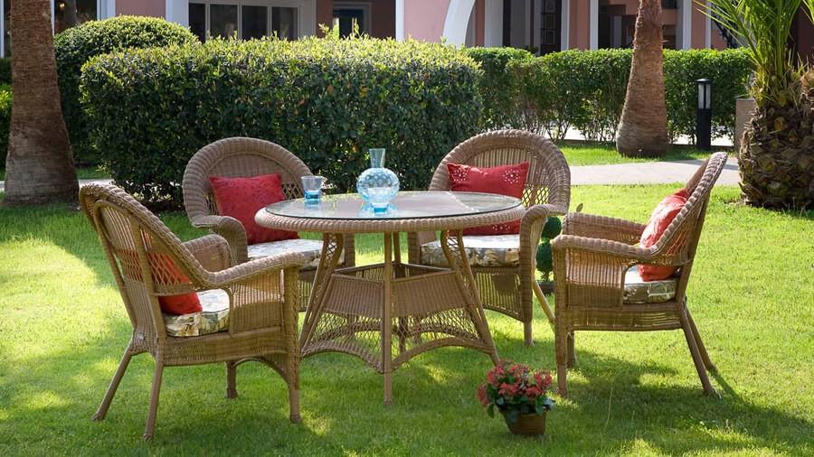 Koyu Kahverengi İstikbal Bahçe Masa ve Sandalye Takımı 2016