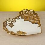 Altın rengi kalp şeklinde dekoratif tabak ve kase modeli