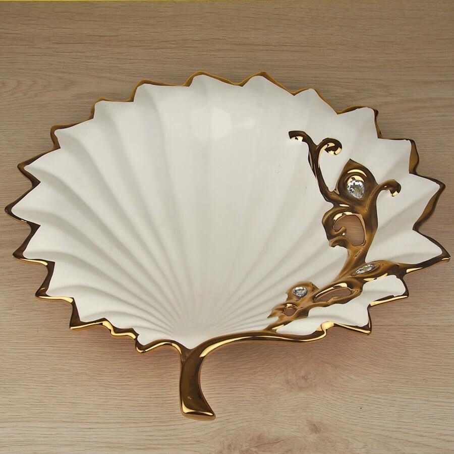 Beyaz ve altın renk dekoratif tabak ve kase modeli