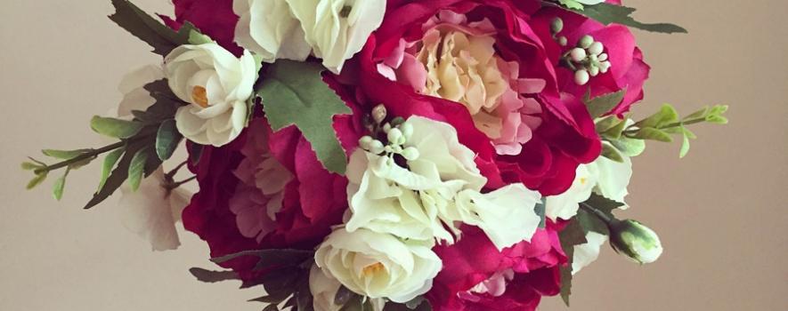 Kırmızı beyaz gül dekoratif yapay çiçek modeli