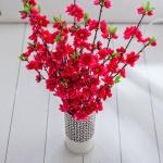 Kırmızı dekoratif yapay çiçek modeli