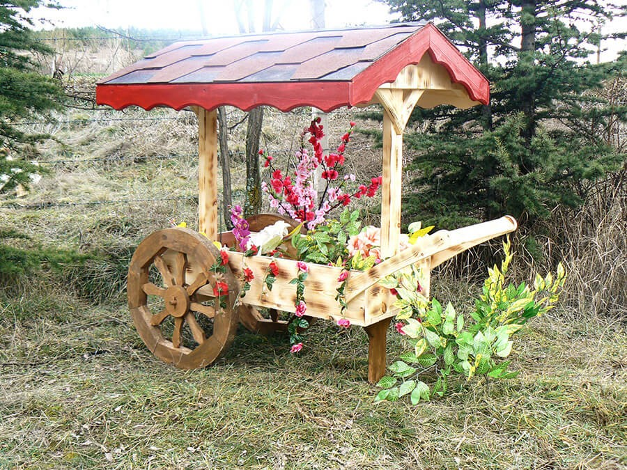 Ahşap Araba Bahçe Aksesuarı