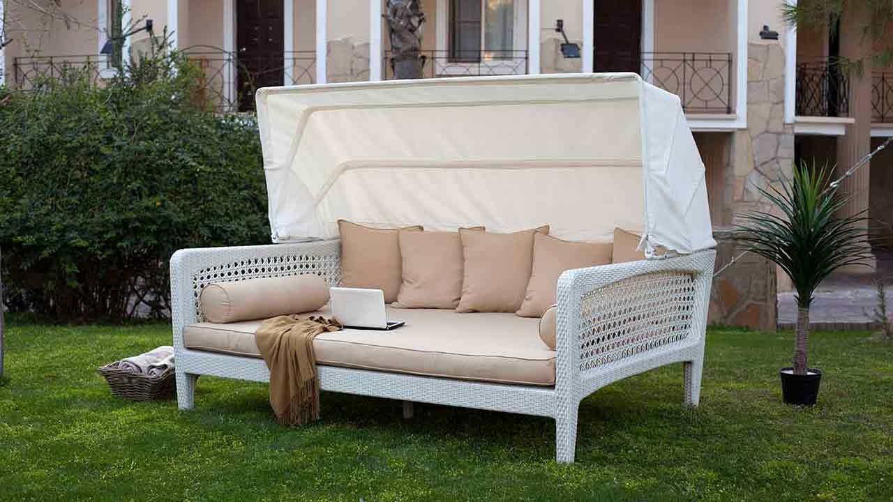 beyaz-renk-bahce-mobilyasi