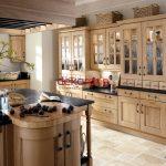 Açık Kahverengi Ahşap Mutfak Dekorasyon Fikri