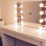 Beyaz Işıklı Tuvalet Masası