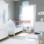 Beyaz Mavi Erkek Bebek Odası Dekorasyonu
