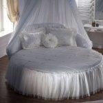 Beyaz Tüllü Yuvarlak Yatak Modelleri
