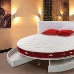Kırmızı Beyaz Yuvarlak Yatak Modelleri