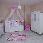 pembe tonlarda bebek odasi dekorasyonu 8